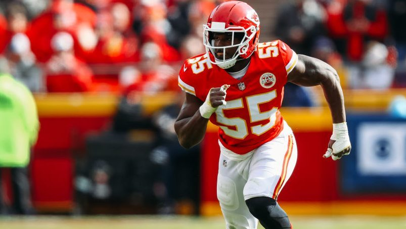 Chiefs give up far more for Frank Clark than they got for Dee Ford